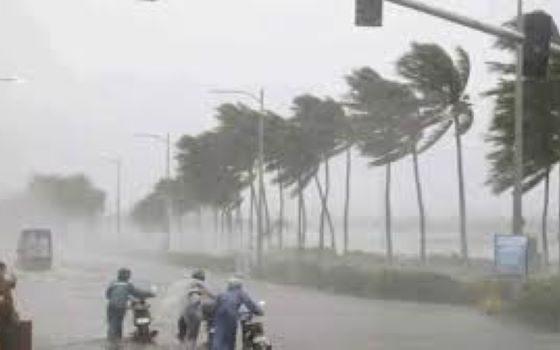 Cyclone Nivar makes landfall near Puducherry, weakens into 'severe cyclonic storm'